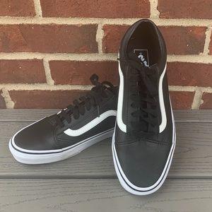 Vans Old Skool Leather Low Rise Sneaker